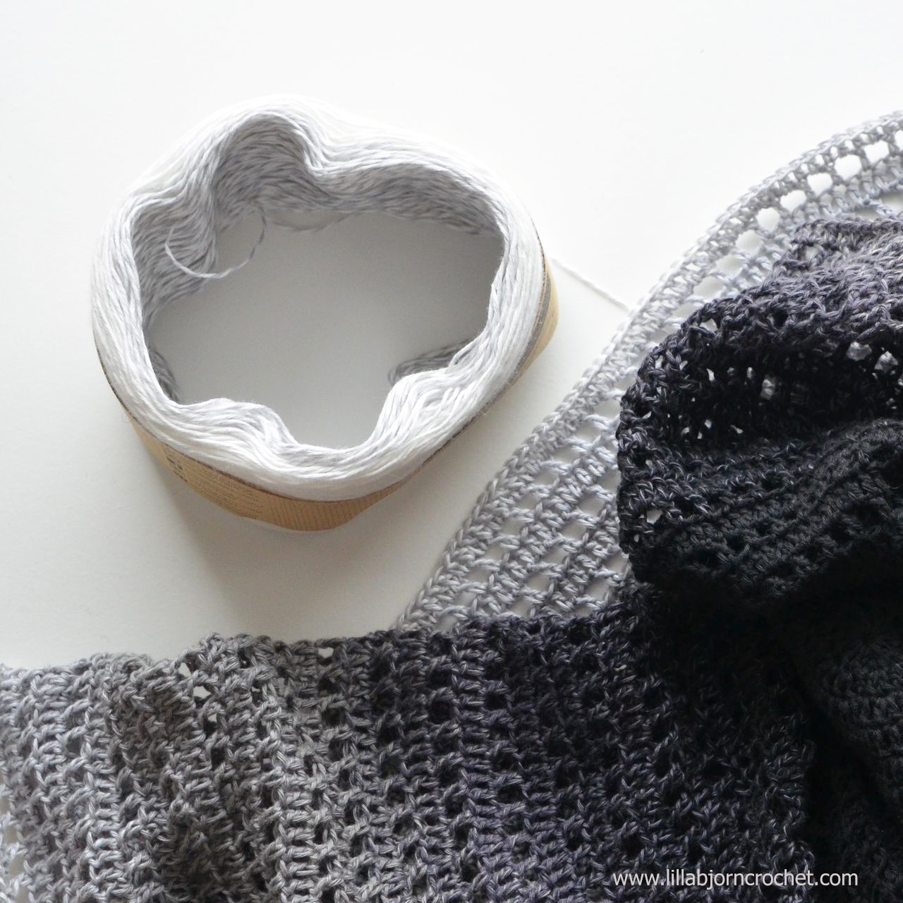 Whirl is a new yummy yarn by Scheepjes. Inspired by flavours of ice cream it comes in 12 gorgeous and soft gradient shades. Yarn review by Lilla Bjorn Crochet