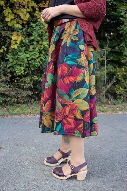 Einfacher Faltenrock nach einem Fashion Style Schnittmuster und Schultertuch Orla