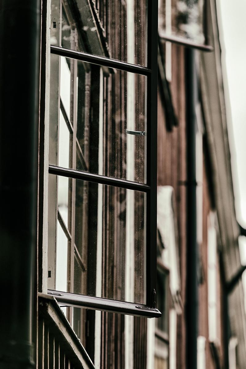 Helsinki, Vallila, visithelsinki, Visualaddict, valokuvaaja, Frida Steiner, kaupunki, city, Finland, Visitfinland, myhelsinki, experiencehelsinki, outdoors, arkkitehtuuri, architecture, ikkuna, window, wood, Puu-Vallila