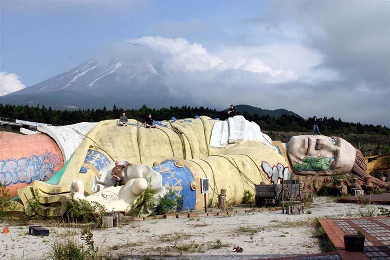 El abandonado Reino de Gulliver a los pies del monte Fuji | Japón
