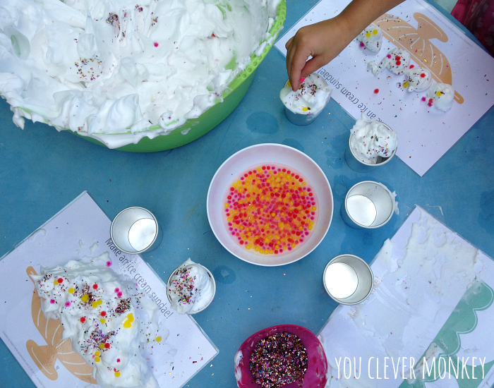 Easy play ideas - using simple ingredients found at home, re-create these easy play invitations for your children to make and play these holidays. Visit www.youclevermonkey.com or #easyplayidea on Instagram to follow along