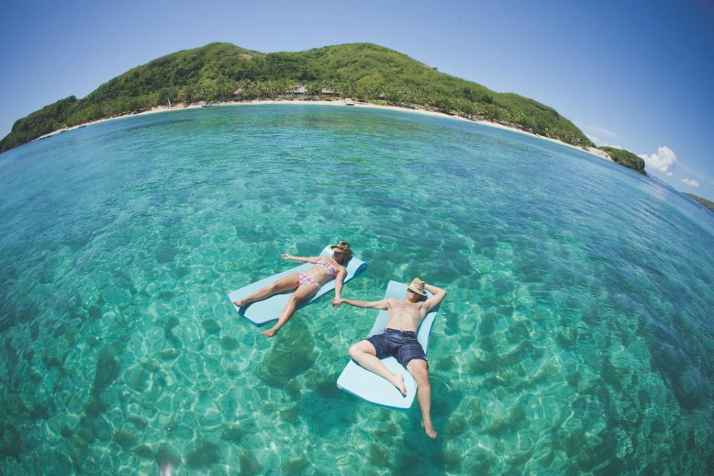 Sweet couple honeymoon at Tokoriki Island Resort amazingexplore