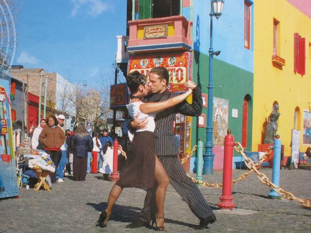 Atrações na rua Caminito em Buenos Aires