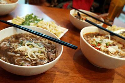 Menikmati Pho kaldu sapi  biasa dan pedas di Vie Noo