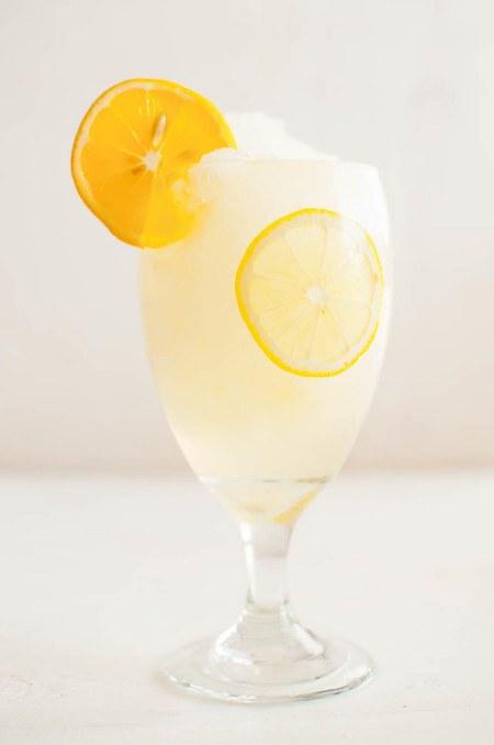 11 فائدة لماء الليمون