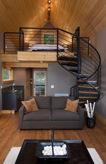 ruang tamu dengan dinding kayu