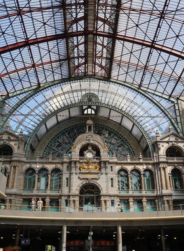 Euriental - fashion & luxury travel, train station in Antwerp (Antwerpen), Belgium