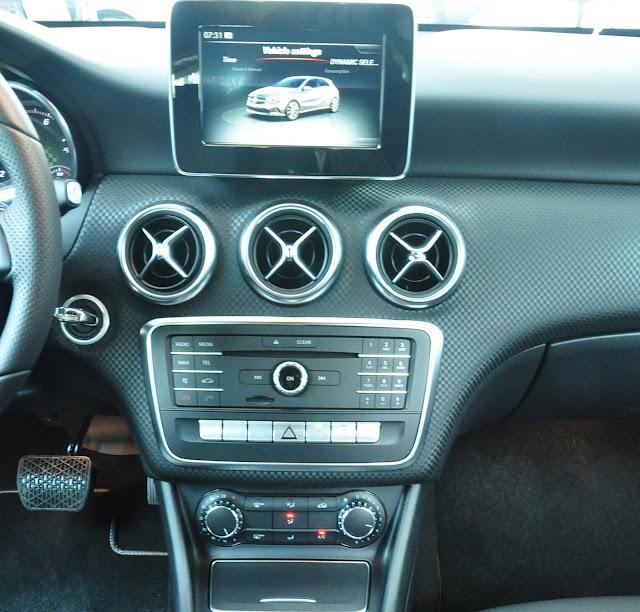 Màn hình giải trí hiện đại và cao cấp trên Mercedes A200