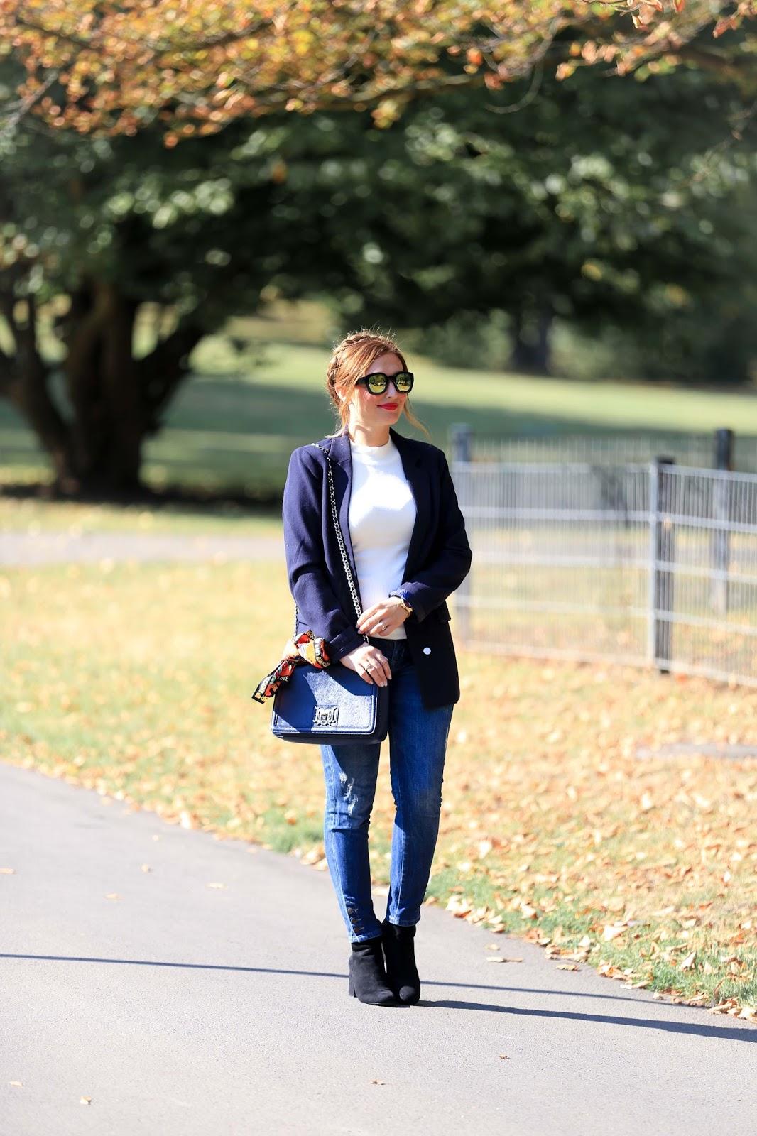 Deutsche Fashionblogger-Long-Blazer-mit-goldenen-Knöpfen-hochsteckfrisur-pflechtfrisur