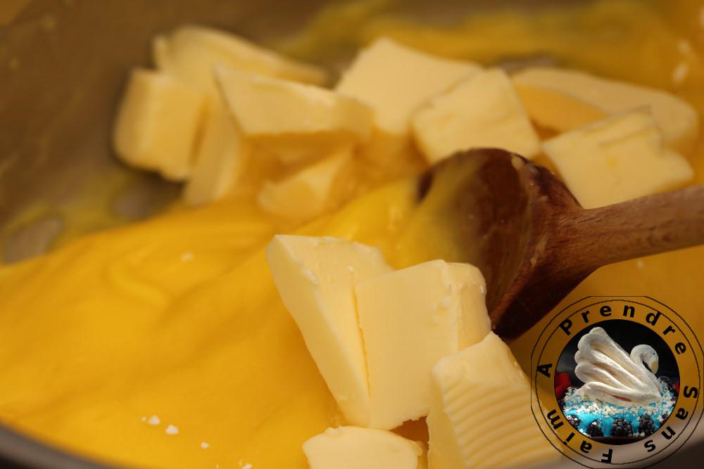Crème mousseline au kirsch (pas à pas en photos)