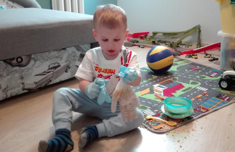 Sensoryczne zabawy - rękawica sensoryczna