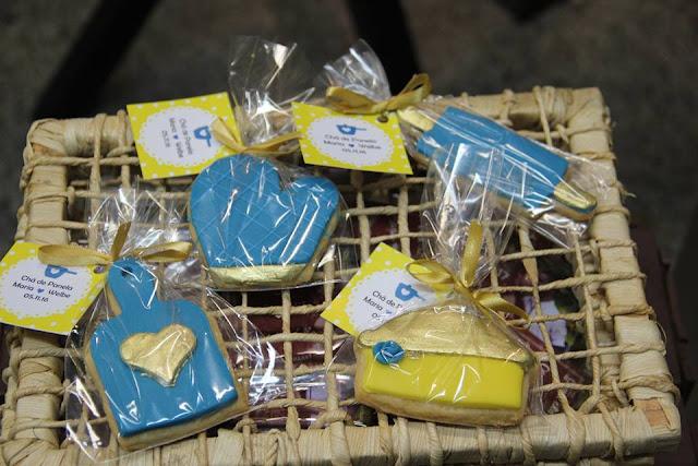 chá bar, chá de panela, azul e amarelo, decoração, mesa de doces, biscoitos personalizados