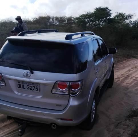 4568f427873a7 O carro da vítima, uma caminhonete Hylux, foi encontrada na manhã desta  terça-feira (7) em ...