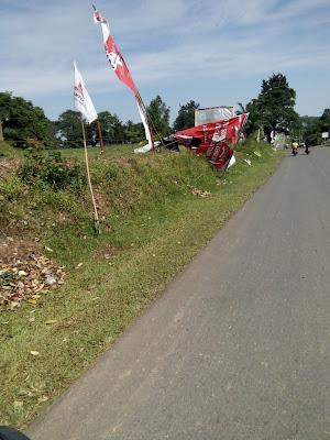 Baliho Tumbang Hiasi Jalan Utama PALI