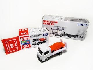 tomica isuzu elf transporter