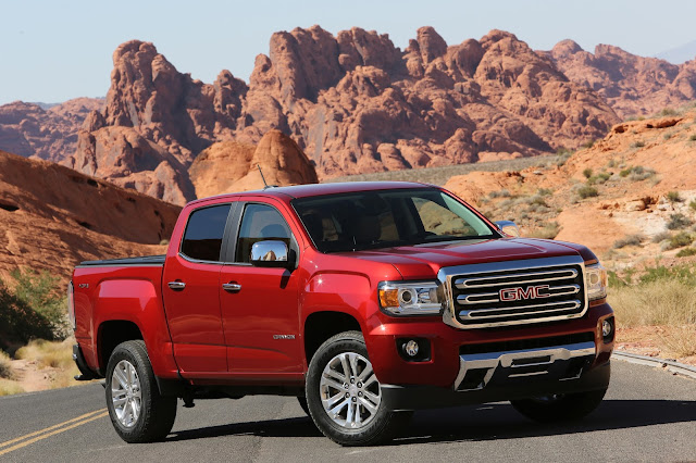Front 3/4 view of 2016 GMC Canyon 4WD SLT