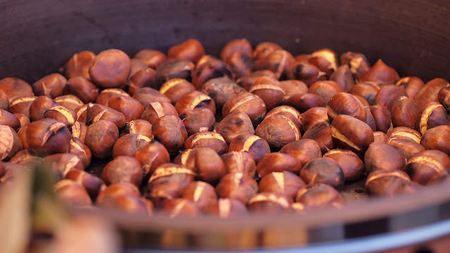 Christmas Market Food: Roasted chestnuts at the Christmas markets in Berlin
