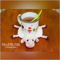 http://amigurumislandia.blogspot.com.ar/2018/05/amigurumi-ovejita-posatazas-gallimelmas.html