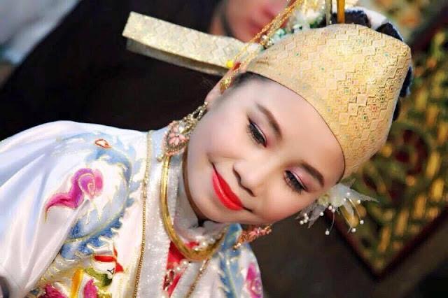 Cô đồng Nguyễn Phương Quyên