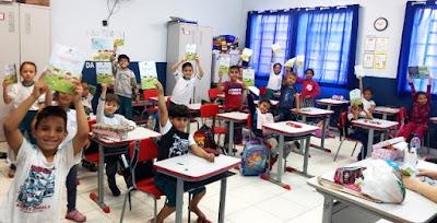 Alunos de Pariquera recebem cartilhas de Educação Ambiental