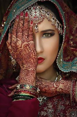 10. Portrait-Style Mehndi