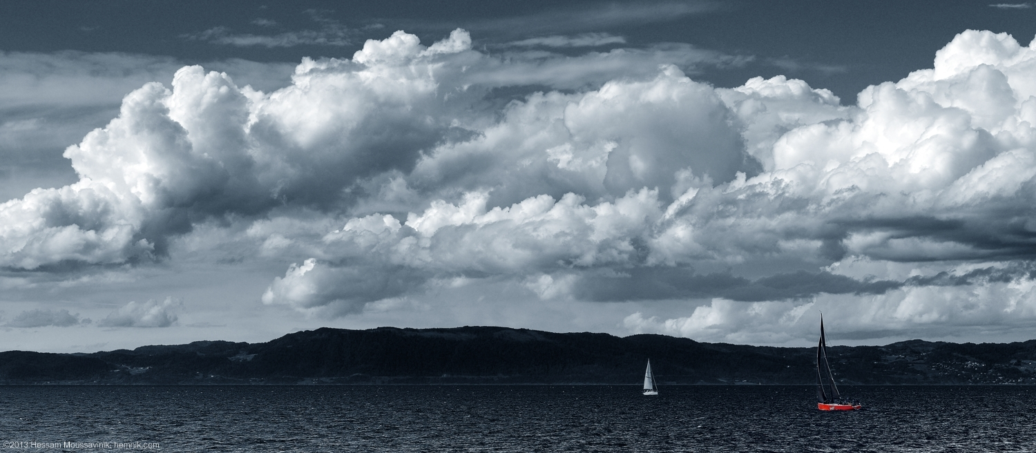 Photo of a sailing boat in the sea