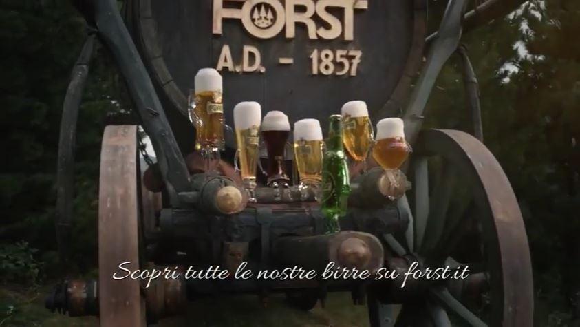 CModello e modella Forst pubblicità la birra dall'alto adige con Foto - Testimonial Spot Pubblicitario Forst 2017