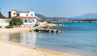 Σε αυτό το παραδεισένιο ελληνικό νησάκι κατοικεί μόνο μία οικογένεια