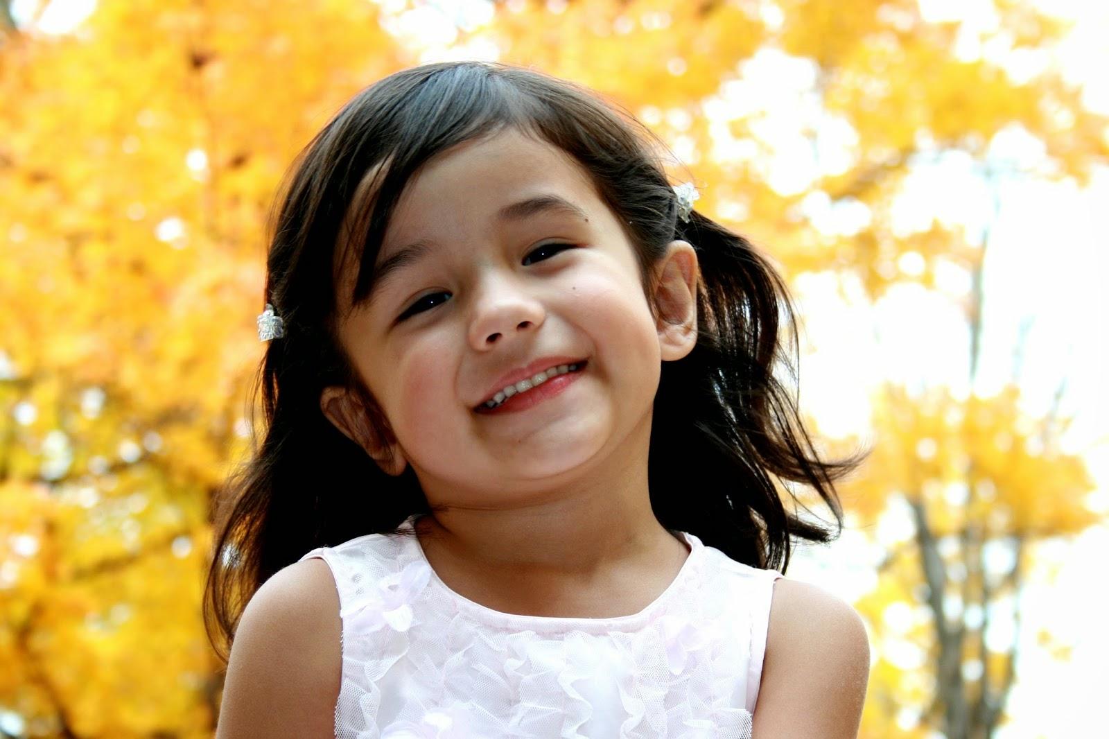 Gambar bayi cantik tersenyum