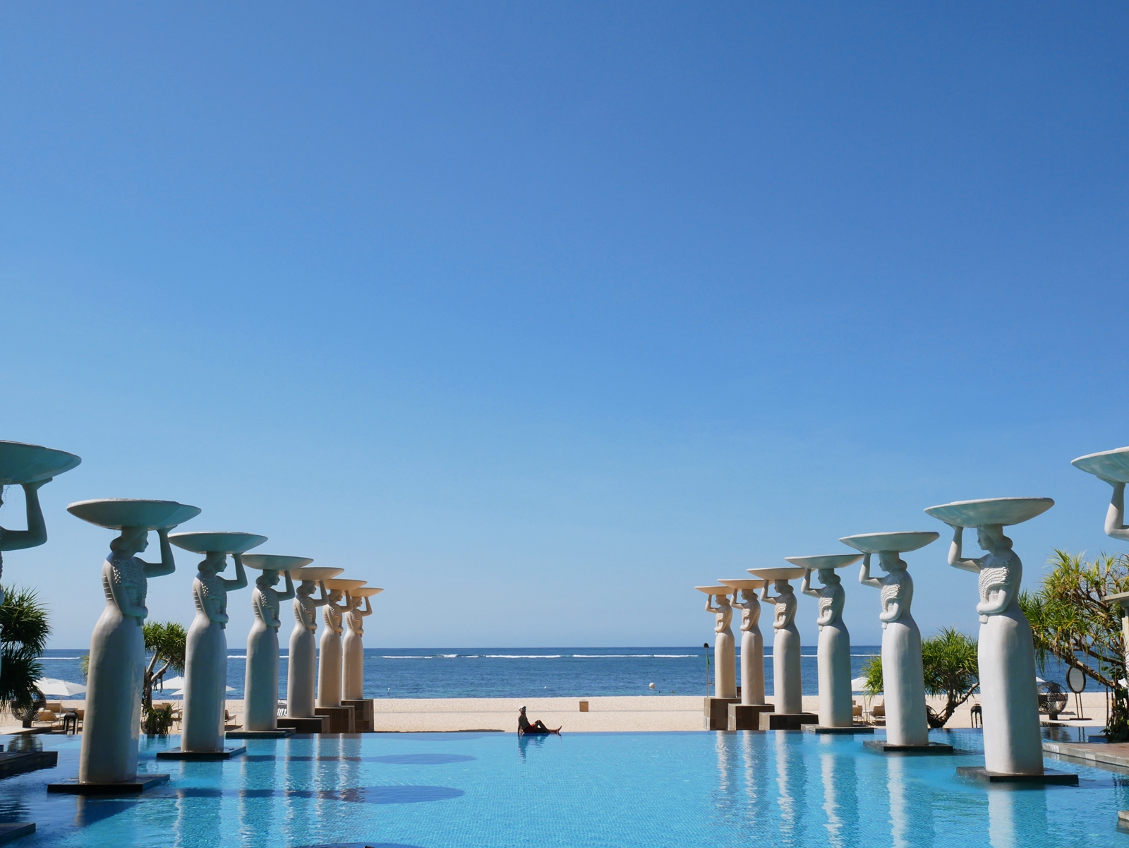 DELUXSHIONIST CHECK IN TO THE MULIA BALI, THE BIGGEST RESORT & VILLAS COMPLEX IN NUSA DUA
