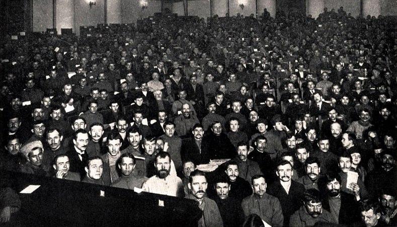 Risultati immagini per congresso soviet 1917