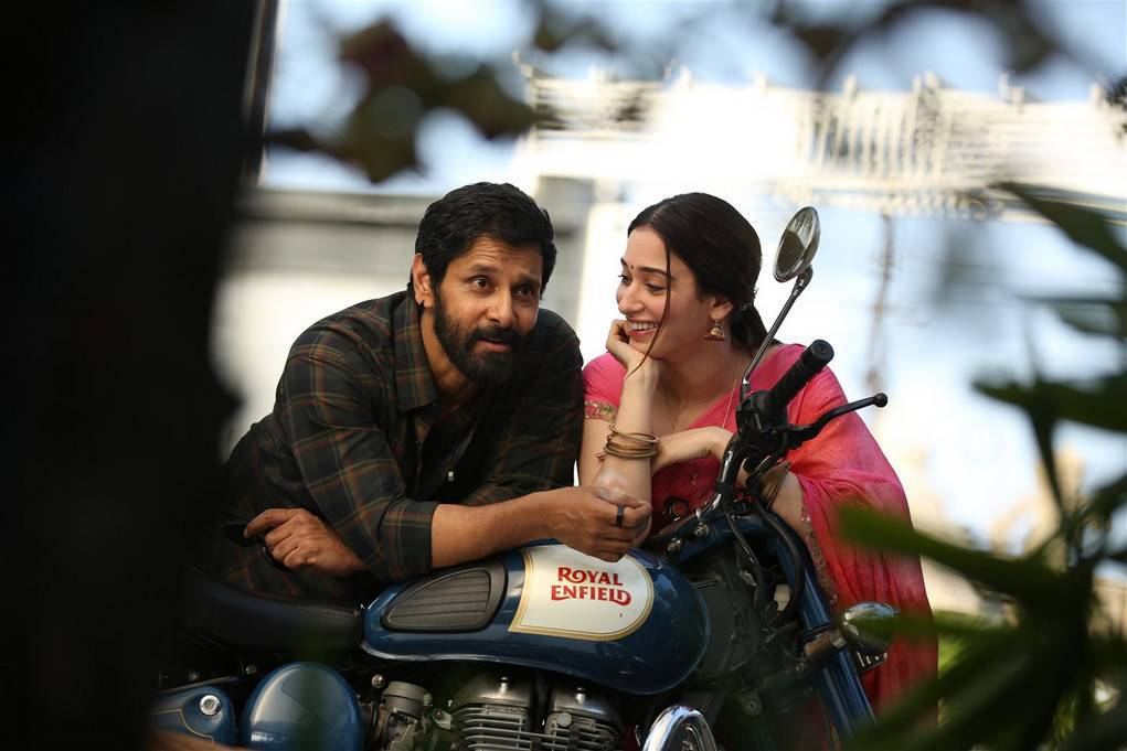Tamannaah Bhatia and Vikram Sketch Tamil Movie Stills