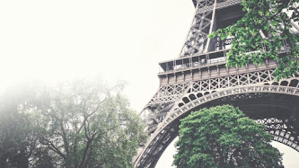 Tour Eiffel in a Foggy Day