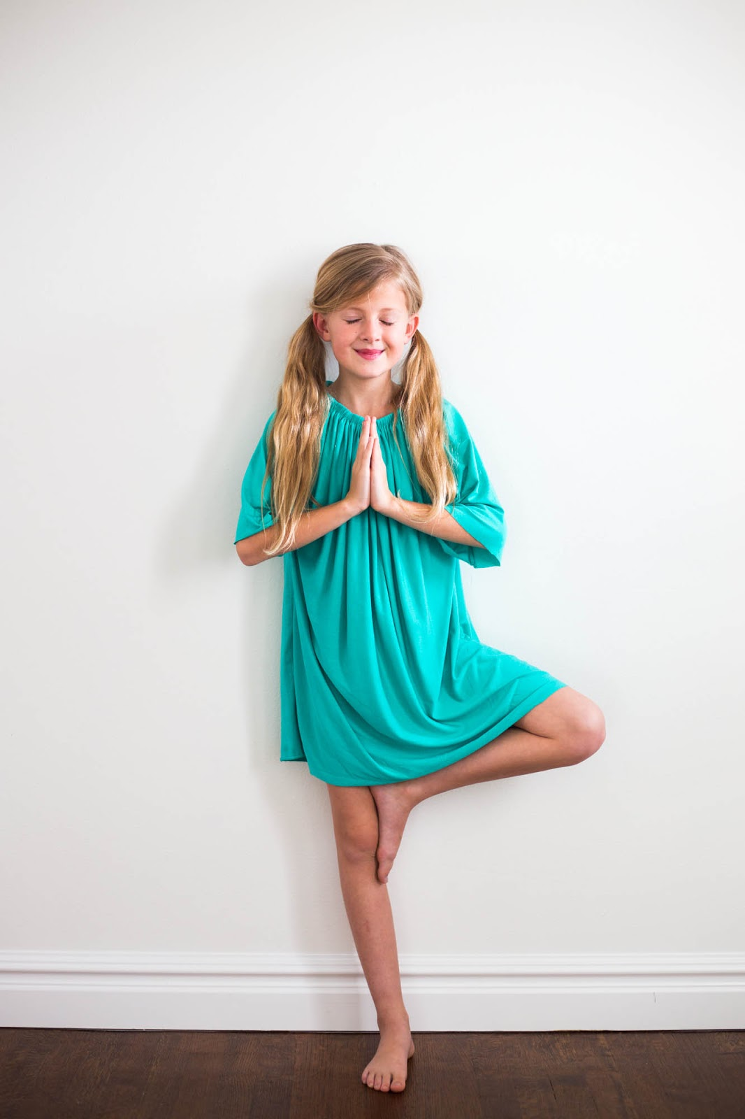 596afb494d Watch the video below for instruction on how to make this beautiful  nightgown   dress for your little girl! It might be so easy