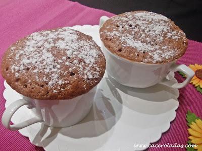 Mug cake de chocolate en dos minutos