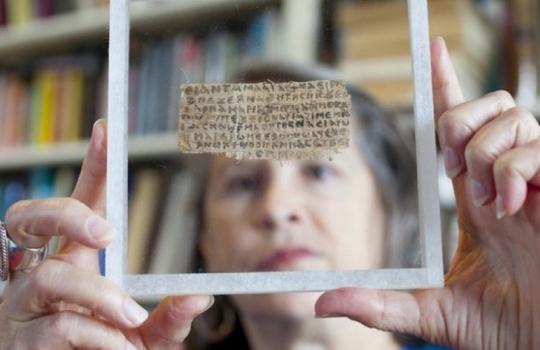 Historiadora que anunciou `Evangelho da Esposa de Jesus´ confessa que papiro é falso