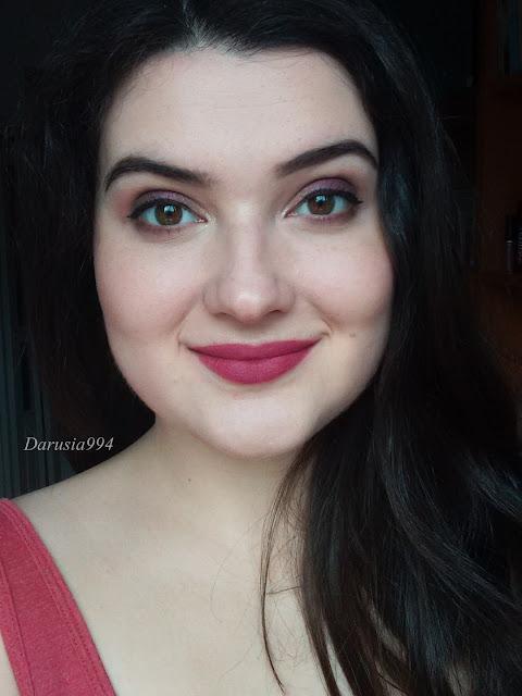 makijaż z fioletem