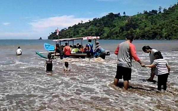 Menikmati Keindahan Panorama Alam Pantai Gemah Tulungagung