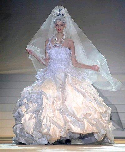 susanrice gaun pengantin yang aneh