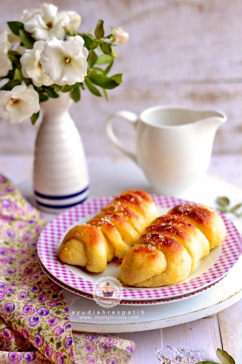Roti Isi Kelapa & Kismis
