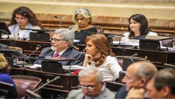 Cristina Fernández presenta ley para modificar memorando de Argentina con FMI