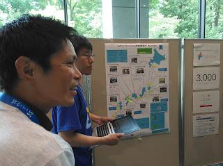 説明中の私@ryu22e(奥)と @ryokamiyaさん(手前)写真提供 @usaturnさん