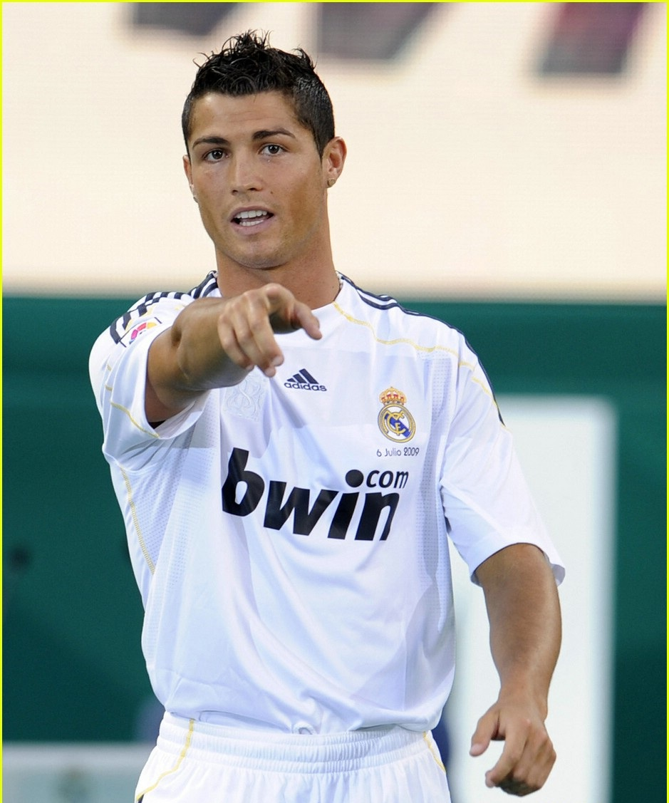Informations, Videos And Wallpapers: Cristiano Ronaldo