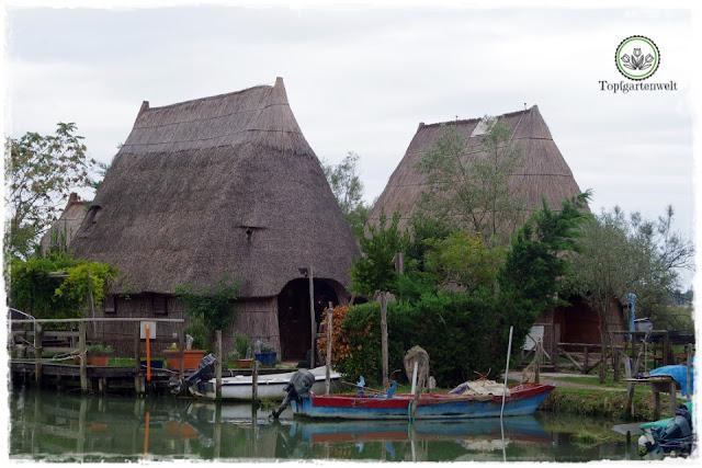 alte Fischerhütten in der Lagune von Caorle - Gartenblog Topfgartenwelt
