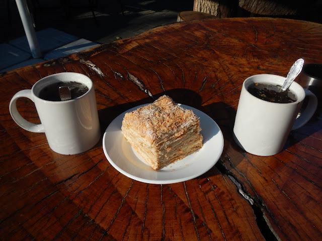 Чай и торт на вершине горы Большой Ахун