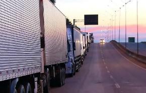Caminhoneiros protestam contra alta do diesel em todo o país