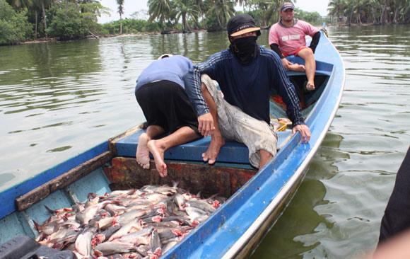 piratas-del-lago-y-derrames-de-petroleo-afectan-pescadores-baranquitas