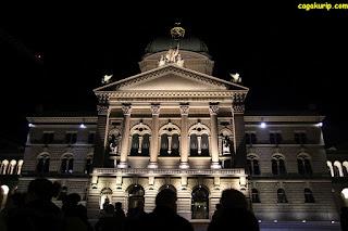 Bundesplatz, Gedung Parlemen Swiss