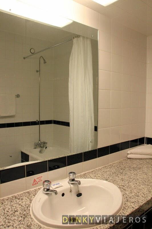 Hotel Royal National Londres. Baño