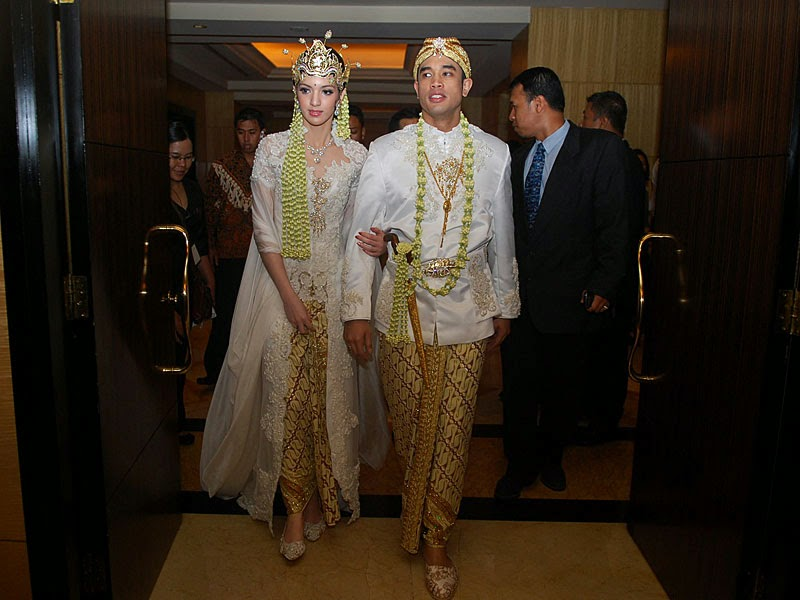Kumpulan Foto Model Baju Kebaya Nia Ramadhani - Trend Baju ...